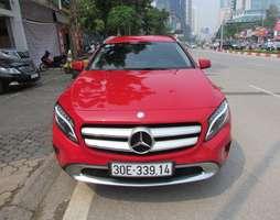Mercedes GLA200 2016 màu đỏ.