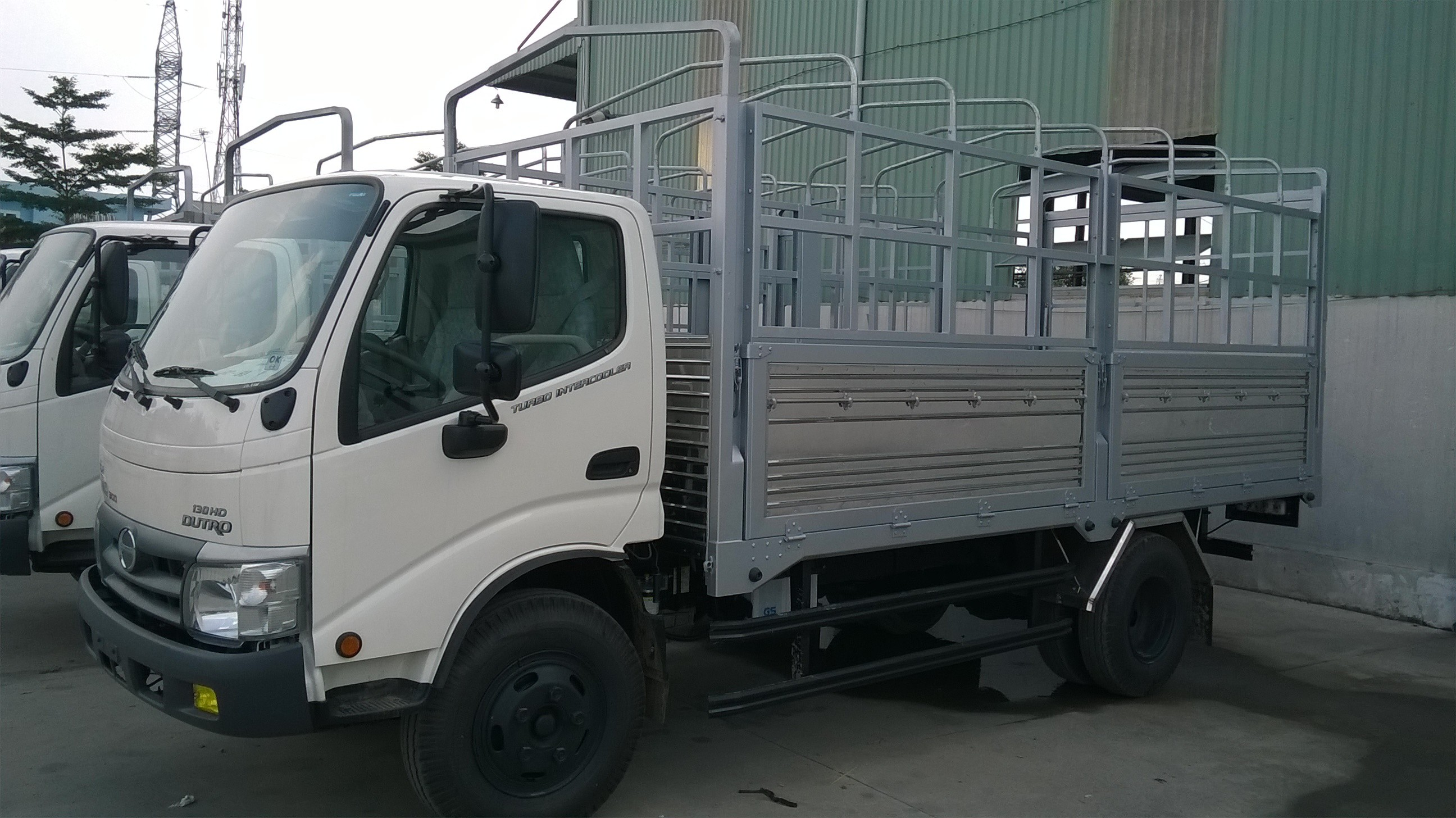 Bán xe tải HINO nhập khẩu 4,5 tấn 4.5t 4.5 tấn 4t5 trên là Hino 5,2 tấn 5t2 5.2 tấn 5,2t Model nhất năm 2016 Ảnh số 38592703