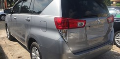 Toyota Inova E Số sàn 2017. Inova 2.0 G V số tự động màu bạc. Inova số sàn, Ảnh số 2