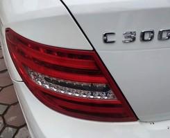 Bán Mercedes C300 AMG 2012 màu trắng, chính chủ Hà nội đi rất ít., Ảnh số 2