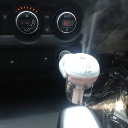 Máy khuếch tán tinh dầu ô tô