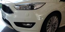 Bán Xe Ford Focus 1.5L Sport 5 Cửa 2017 đủ màu, giao xe ngay nhiều ưu .
