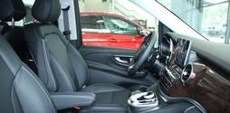 Mercedes V220d xe 7 chỗ gia đình tuyệt vời KM giảm ngay 100tr.