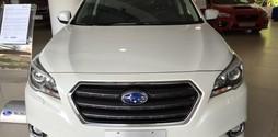 Subaru Legacy 2.5 sedan với thiết kế sang trọng.