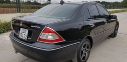 Bán Mecedes Benz C200 màu đen, sản xuất cuối 2002, số tự động.
