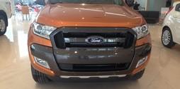 Xe bán tải Ford Ranger Wildtrack 3.2 AT màu cam giao xe ngay.