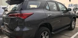 Toyota Fortuner 2.7V 4x4 máy xăng, 2 cầu, số tự động, phiên bản 20.