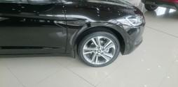 Hyundai Elantra 2.0 giao ngay, giá cực ưu đãi.