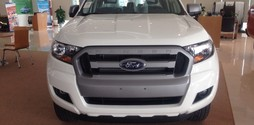 Bán xe Ford Ranger 2.2 XLS 4x2 AT màu trắng giá tốt nhất miền Bắc.