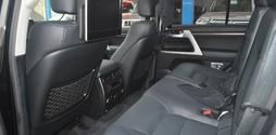 Toyota Land Cruiser V8 5.7 sản xuất 2017..