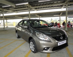 Bán xe 5 chỗ Nissan sunny 2015 giao xe ngay.