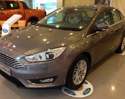 Ford focus 2017 giá cực sốc chỉ có tại hà thành ford.