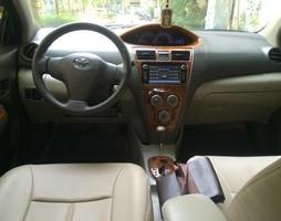 Gia đình cần bán xe TOYOTA YARIS sedan 1.3 màu đen số tự động đ.