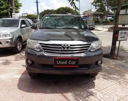 Cần bán Toyota Fortuner 2.7V 4x2 2012 Toyota đã qua sữ dụng.