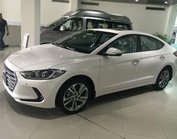 Hyundai Elantra 2.0AT 2017 màu trắng khuyến mãi lên đến 70tr hỗ tr.