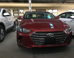 Hyundai Elantra 2.0AT.
