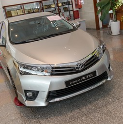 Toyota Corola Altis 1.8G số tự động màu đen,bạc,nâu vàng...Giao xe .