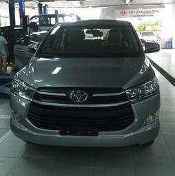 Toyota Innova 2.0 E Số sàn 2017 km lớn,giao xe ngay.