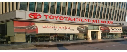 showroom Toyota Long Biên