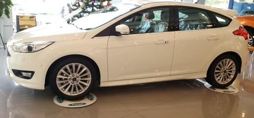 Bán Xe Ford Focus 1.5L Sport 5 Cửa 2016 đủ màu, giao xe ngay nhiều ưu đãi ...., Ảnh số 1