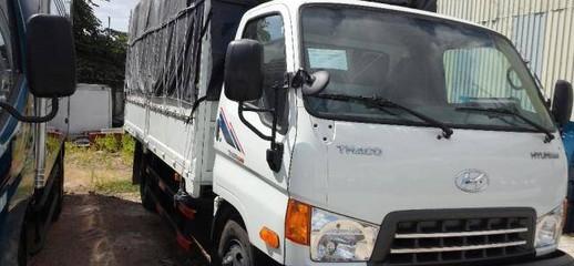 TP.HCM: Xe tải hyundai hd650 thung bạt màu trắng.