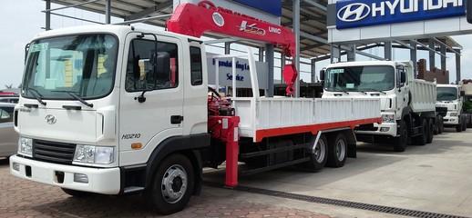 Xe tải Hyundai HD210 gắn cẩu unic 5 tấn.