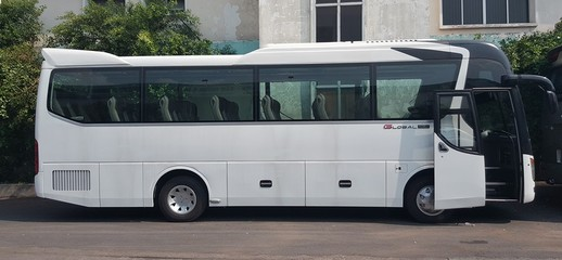 Xe khách UNIVERSE Global Mini 29/34/39 chỗ Bầu hơi nhập khẩu 3 cục 2017, Ảnh số 1