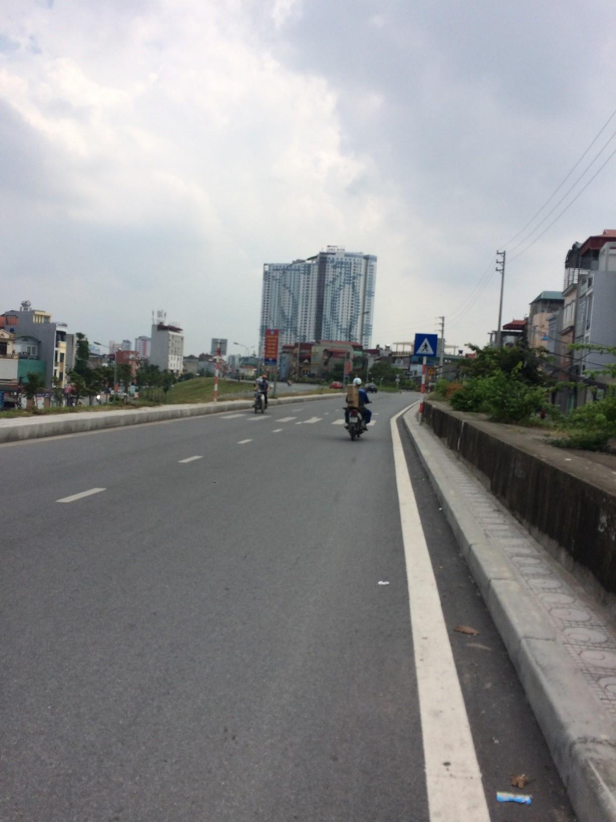 Chính chủ bán 47m2 đất chia lô mặt ngõ oto tránh, đang kinh doanh tại ngõ 604 Ngọc Thụy. SĐCC