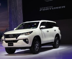 Toyota fortuner 2017 giao xe ngay, Ảnh số 1