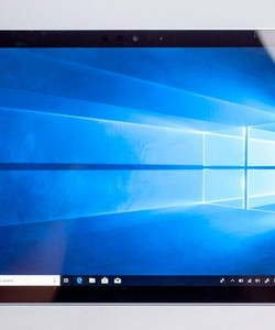 Surface pro 5 2017 ssd 256gb core i5 ram 8gb 98% 18403