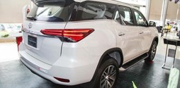 Fortuner 2.4g màu trắng giao ngay.