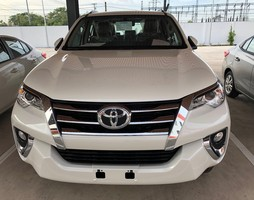 Fortuner 2.7V màu trắng xe giao ngay.