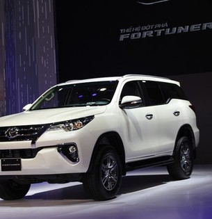 Toyota fortuner 2017 giao xe ngay