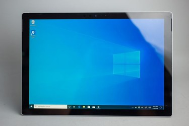Surface Pro 5 2017 ssd 128gb core i5 RAM 4gb 18251