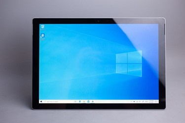 Surface Pro 6 ssd 128gb core i5 ram 8gb 97% 18400