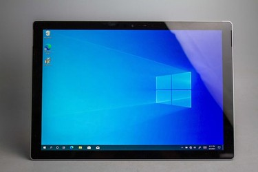 Surface Pro 5 2017 ssd 128gb core i5 Ram 4gb 97% 14702